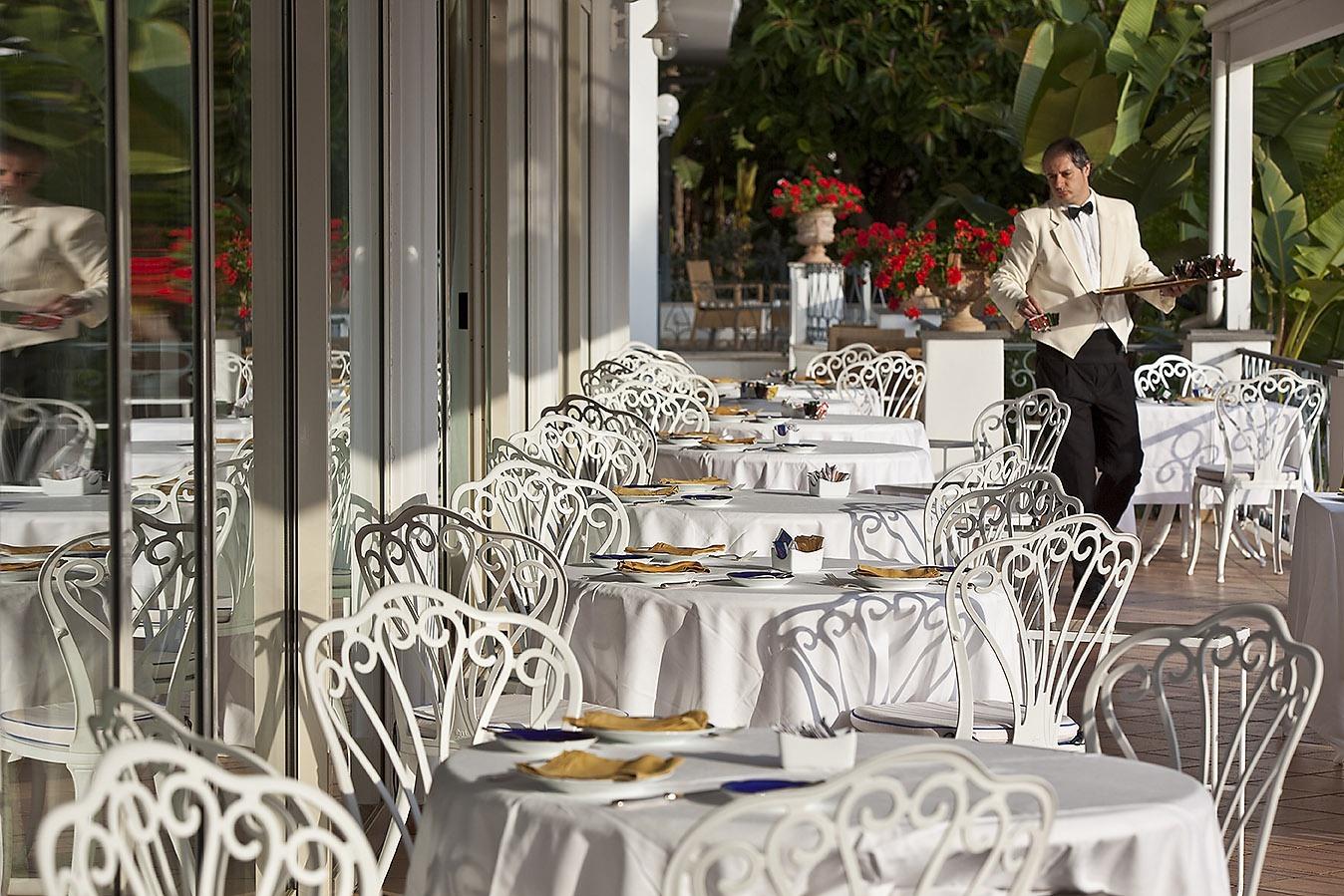 Tavoli ristorante all'aperto
