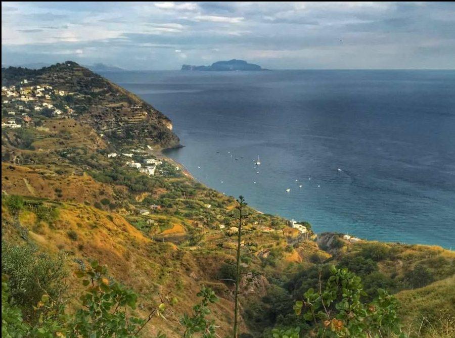 Vista costa di Ischia